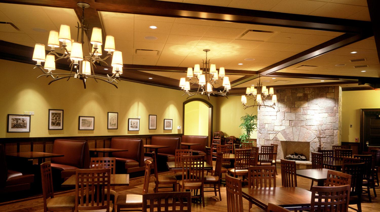 Wheaton Park District Arrowhead Golf Clubhouse dining room